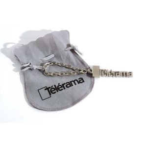 porte-cles-luxe-decoupe-evide-nickel-satine-bourse-tissu-telerama